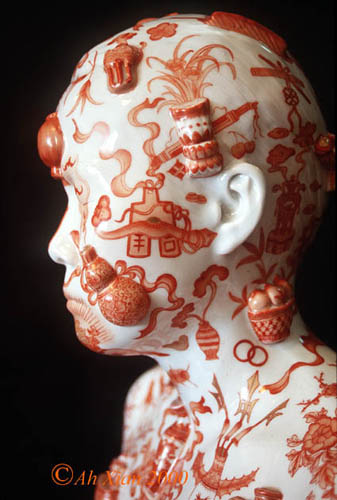04-ah-xian-china-bust-34-1999-porcelain-in-overglaze-iron-red-with-applied-bo-gu-courtesy-of-the-artist